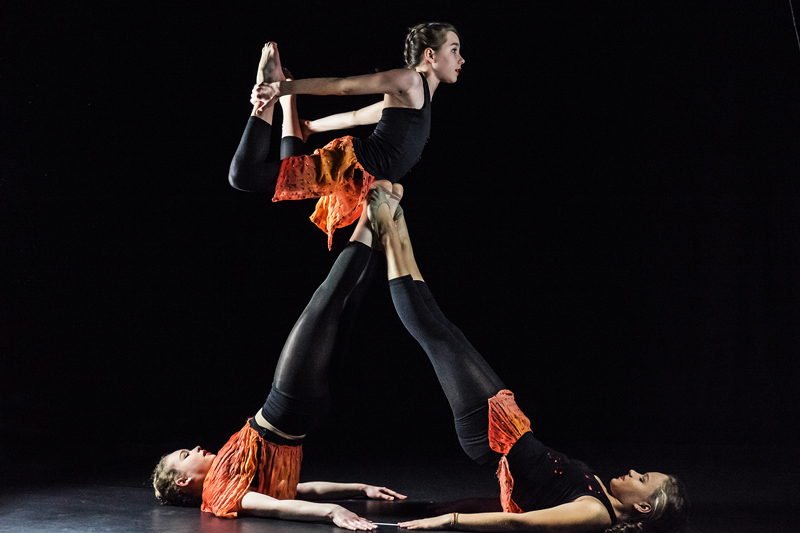 Tanz und Akrobatik